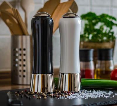 eleganta salt och pepparkvarnar